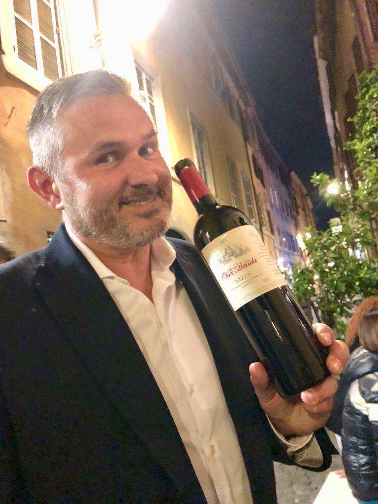 Il Nizza 2015 di Tenuta Olim Bauda tenuta dal rappresentante Ezio Chiarle
