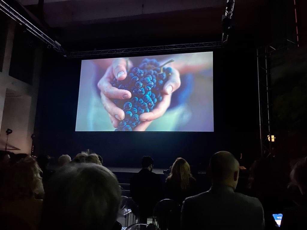 Video emozionale nella serata inaugurale