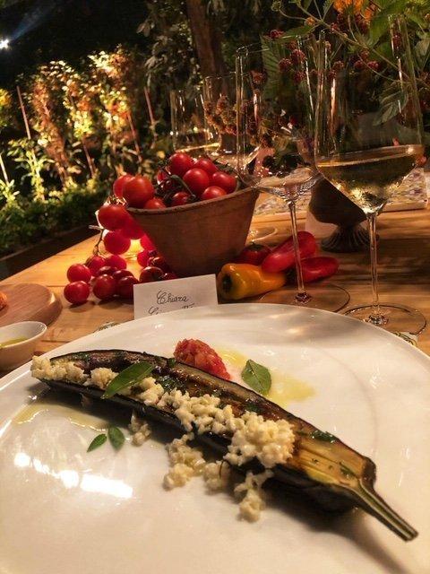 Melanzana imbevuta in olio Evo, cotta al Forno e insaporita con erbe, aceto, battuto di pomodori e fior di latte - Peppe Guida